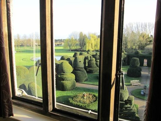 Billesley Manor Hotel: Our over the topiary garden