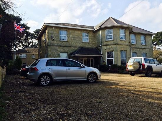 Bourne Hall Country Hotel: hotel & car park