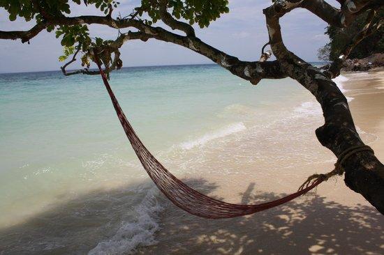 Phi Phi Relax Beach Resort : Beach