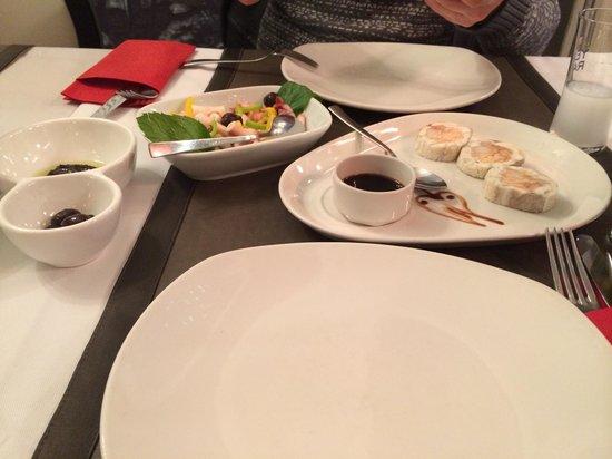 Tria Elegance Restaurant : Рыбные рулетики