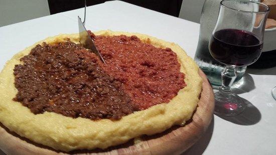 Trattoria Carducci: polenta con ragu di cinghiale/ ragu di salsiccia