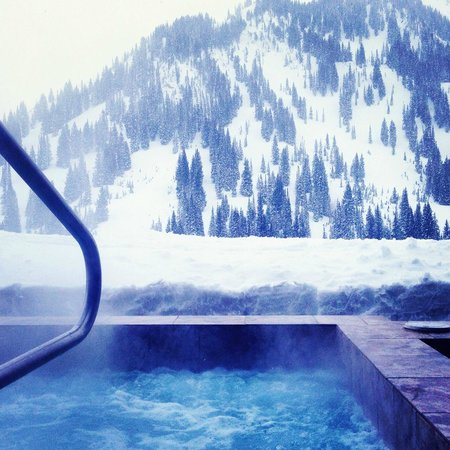 Snowpine Lodge : Hot tub - great view
