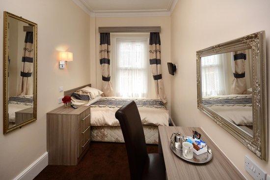 Gascony Hotel : single room