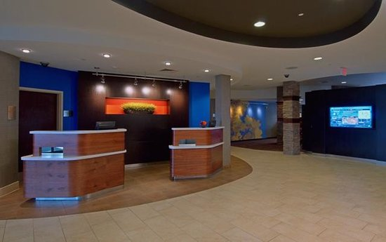 Courtyard Madison West/Middleton : Front Entrance Guest Services