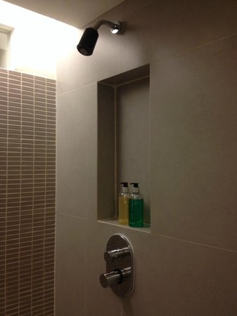 Trinity Silom Hotel: Shower shampoo and gel