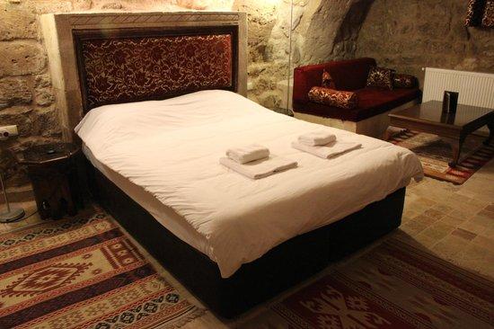 Monte Cappa Cave House: cama