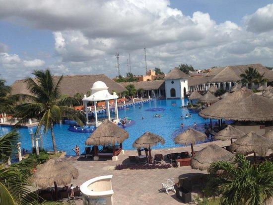 Now Sapphire Riviera Cancun: Main Pool