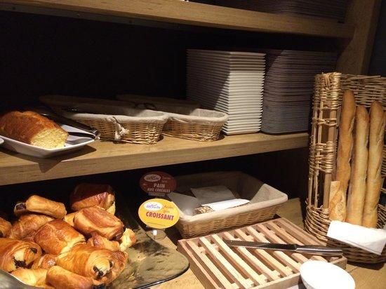 Ibis Paris Gare du Nord La Fayette 10eme: Le petit déjeuner: 1ère table