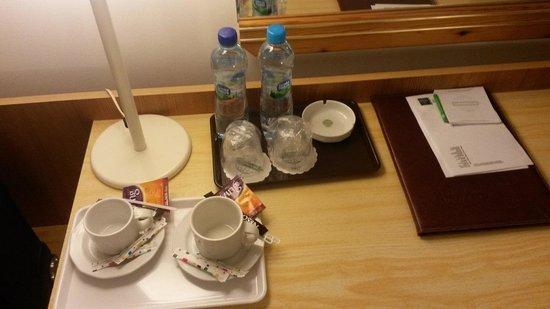 Gromada Airport: Zestaw do kawy i herbaty...