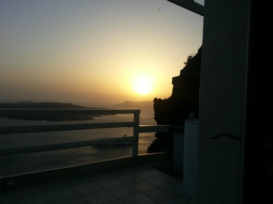 Adamant Suites : Sunset on the Balcony