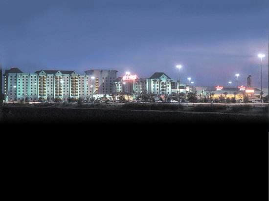 Hollywood Casino Tunica Hotel: Hollywood at night