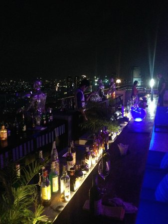Mode Sathorn Hotel: Roof top bar - Bar 38