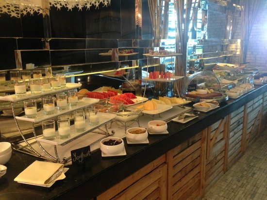 Mode Sathorn Hotel: Breakfast