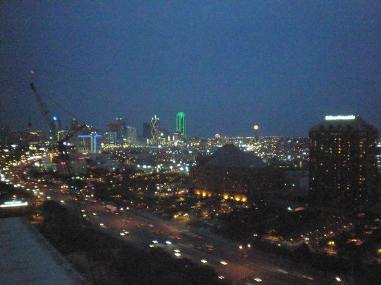 Renaissance Dallas Hotel : View at night