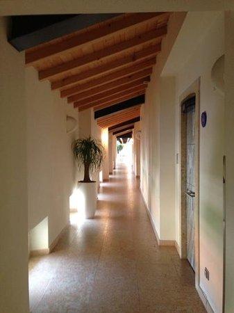 Hotel Veronesi La Torre: Il corridoio che porta alle camere