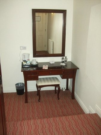 Park Central Hotel: Tea/Coffee table area