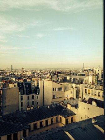 St Christopher's Gare du Nord Paris: Amazing Paris views from our room!