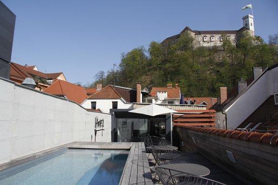 Vander Urbani Resort: castle