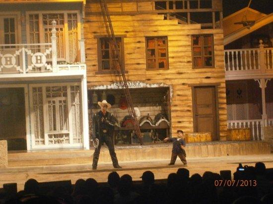 Beto Carrero World: O filho do Beto Carrero encenando a peça teatral o sonho  de cowboy