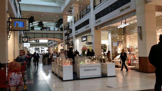 Arkadia Shopping Mall: Shopping
