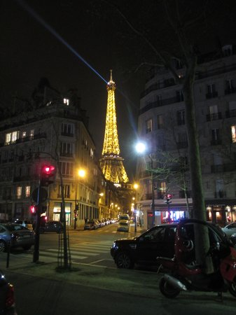 Le Derby Alma: Eiffel Tower Close by.