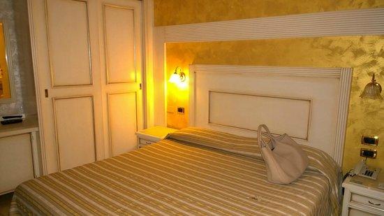 Hotel Diplomat Palace: camera da letto