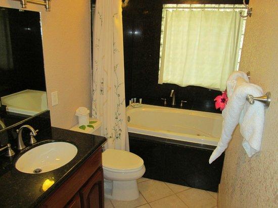 Pelican Reef Villas Resort: bathroom