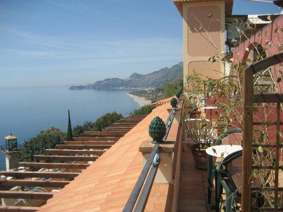 Baia Taormina-Grand Palace Hotel & Spa: вид с балкона