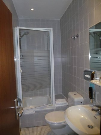 Hotel Attache an der Messe: Ванная