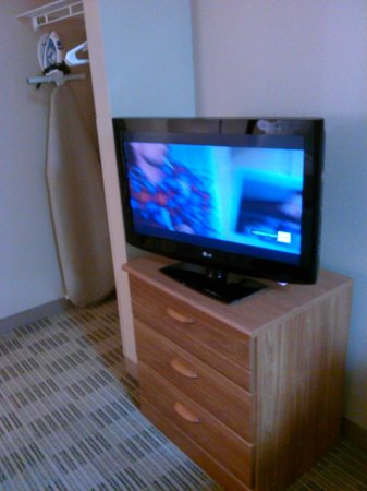 Extended Stay America - Cincinnati - Blue Ash - Kenwood Road: free wifi, flat screen tv, iron & iron board