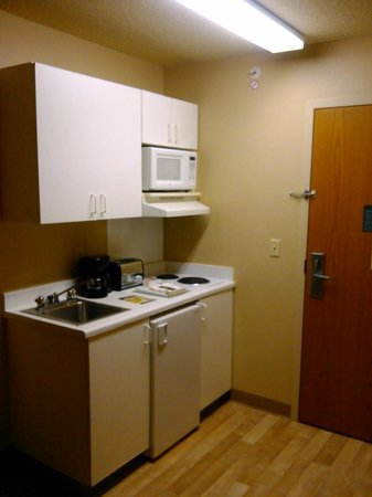 Extended Stay America - Cincinnati - Blue Ash - Kenwood Road: clean, small kitchenette