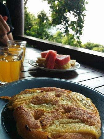 Railay Garden View Resort: Frühstück: frische Früchte und Banana Pancake