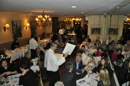 Patsy's Italian Restaurant: Tables packed closely together make for a bustling, fun dining experience.