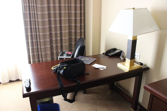 Sheraton Atlanta Perimeter North: Desk Room