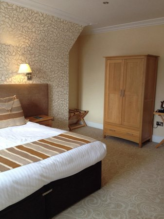 Glen Mhor Hotel & Apartments: 223. Spacious room. Nice decor