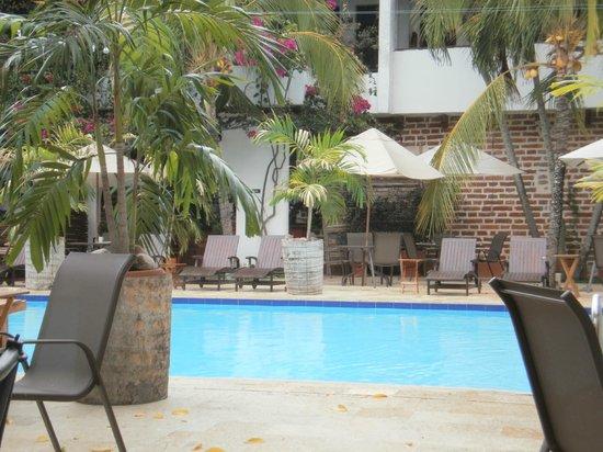 Hotel Mariscal Robledo: La piscina es un área de total relajación