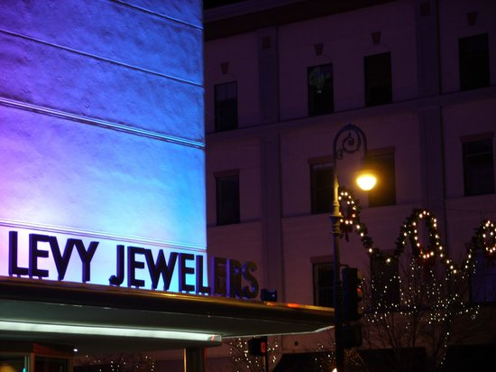 Bonnie Blue Walking Tours of Savannah: Levy Jewelers on Broughton St.