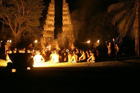 The Chedi Club Tanah Gajah, Ubud, Bali – a GHM hotel: Kacek dance at the hotel grounds