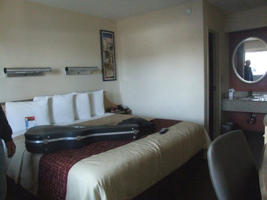 Red Roof Inn - Merrillville: If you crave a room bigger than tiny, ask for it. Kings are available.