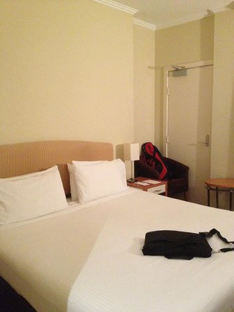 Metro Hotel on Pitt : Room 716, extra small