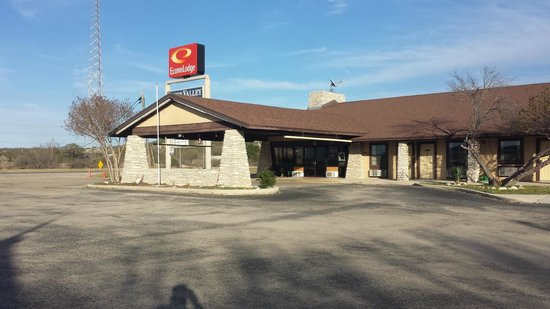Econo Lodge: Front of Motel