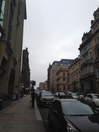 Park Inn by Radisson: The street that the hotel is on is bustling! Pure Glasgow bliss!