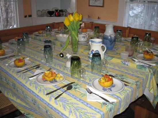 Maple House Bed & Breakfast: Home grown, homemade gourmet breakfasts.