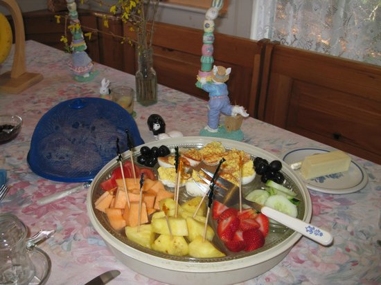Maple House Bed & Breakfast: Lunch and dinner for groups of 8 or more.