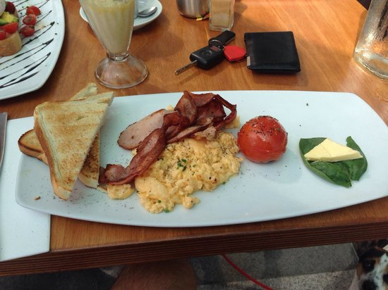 Cafe Ambiente Kirra: Bacon and eggs