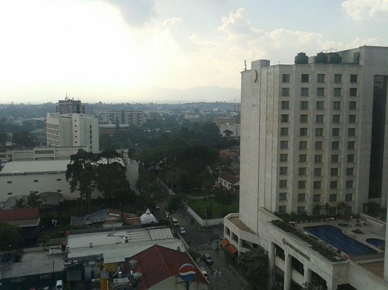 Clarion Suites Guatemala: vista desde la habitavion 1503