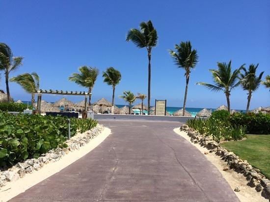 Hard Rock Hotel & Casino Punta Cana: To the beach!