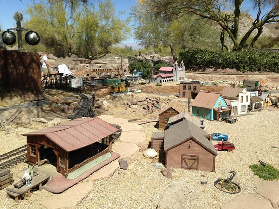 Living Desert Zoo & Gardens : Model Railroad