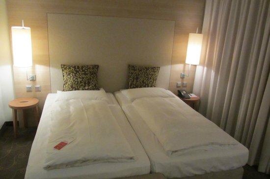 RAMADA Hotel Salzburg City Centre: kamer, bed