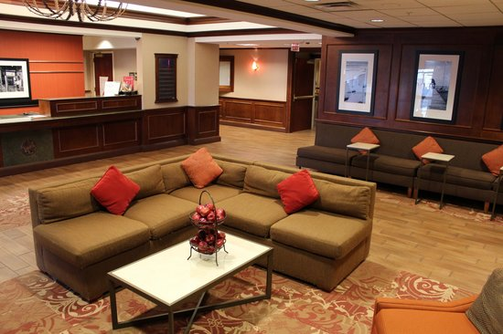 Hampton Inn Long Island - Brookhaven: Lobby